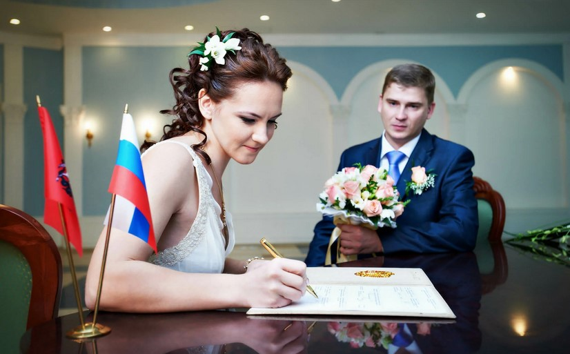 Что необходимо сделать женщине, сразу после регистрации брака