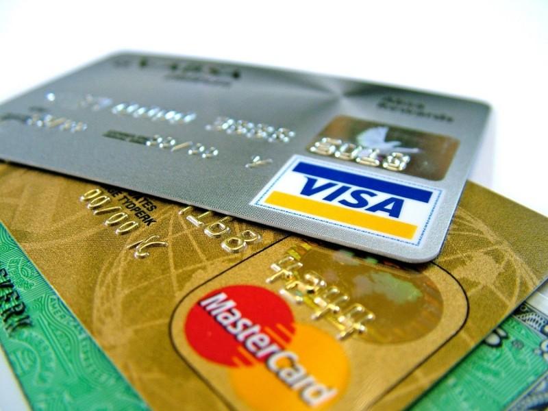 Чем кредитная карта отличается от дебетовой?