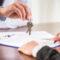 Как максимально обезопасить сделку с недвижимостью?